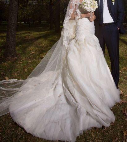 Продам или сдам в аренду Шикарное свадебное платье от Oleg Cassini