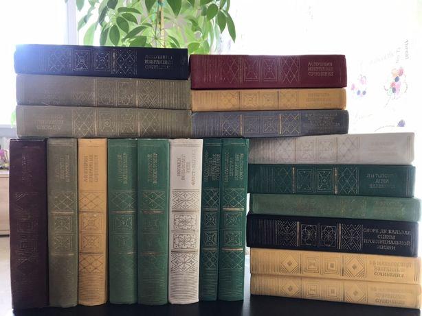 Книги из серии «Библиотека классики». Список авторов в описании.