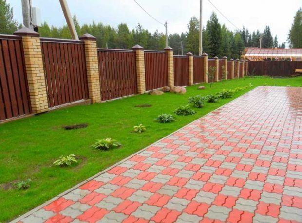 Укладка тротуарной плитки, газон