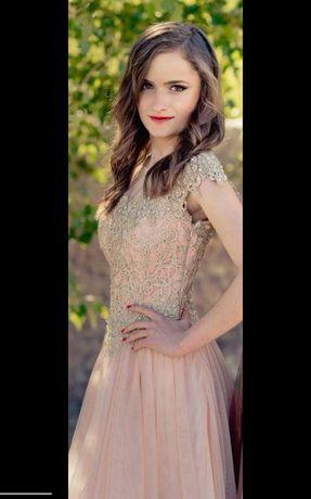 Абитуриентска рокля + обувки с токчета към нея