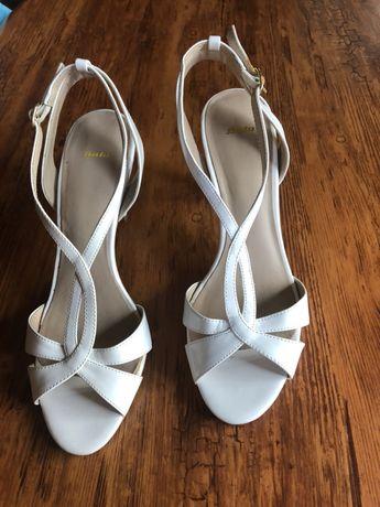 Sandale albe Batta, piele lăcuită