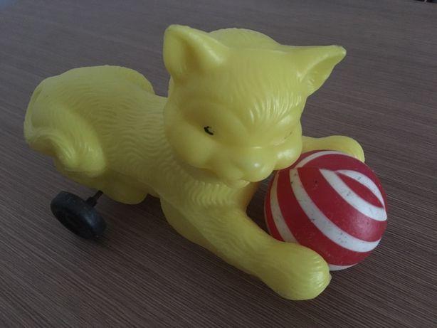 Jucărie perioada comunistă,pisică cu minge