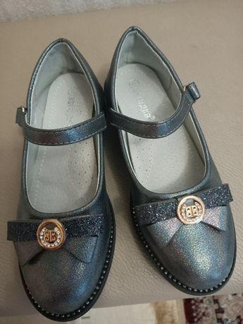 Продам детскую обувь для девочек.Носила только один раз. Почти новые!