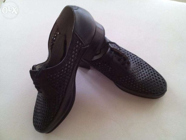 pantofi din PIELE perforata nr. 41,5