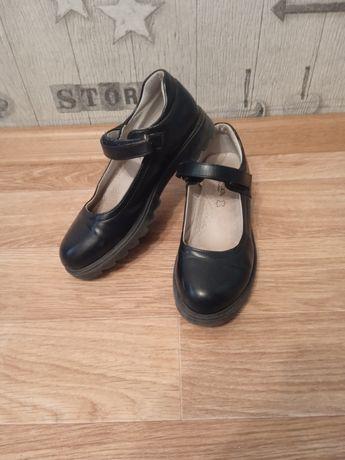 Отдам школьные туфли