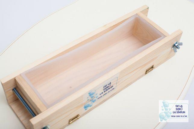 Forma din lemn pentru sapun cu interior din silicon