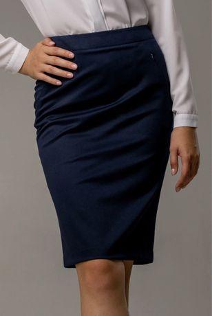Темно синяя юбка каранаш