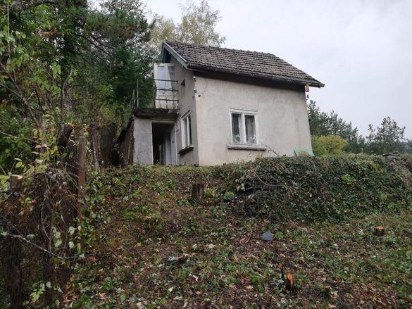 Продава двуетажна къща във вилната зона на с. Реброво