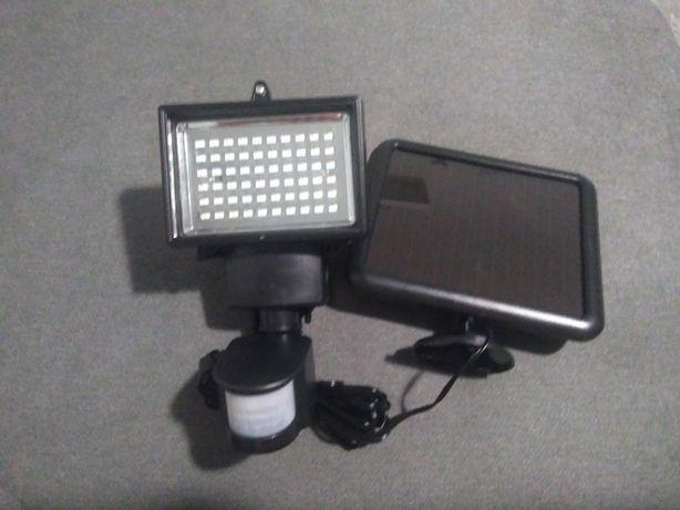 Luminator LED cu panou solar şi senzor de miscare