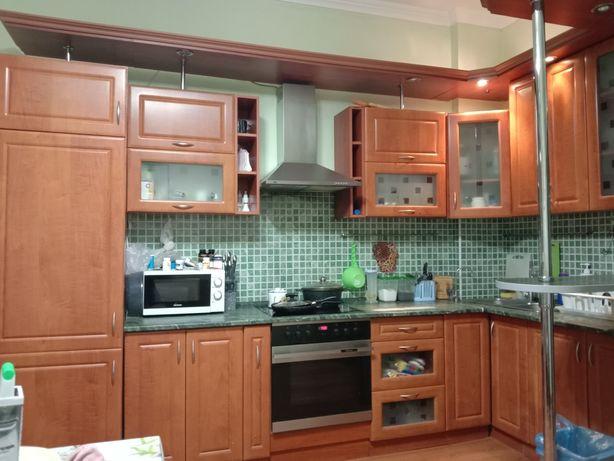 Кухонный гарнитур и диван