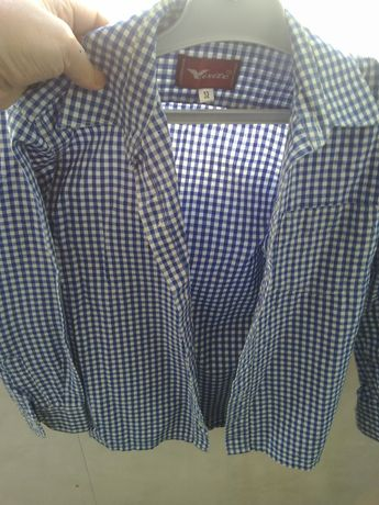 Camașa școală una ca nouă și una puțin purtata marimea 32, tricouri 7