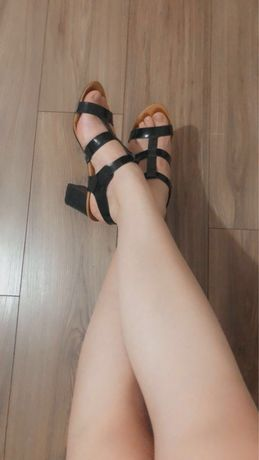Sandale elegante din lac  cu toc gros