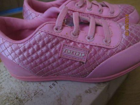 Оригинални спортни обувчици