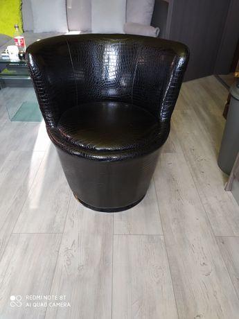 Въртящи кресла от еко лак уникални