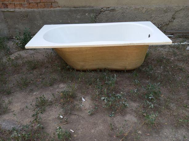 Акриловая ванна с подножкой 150×70