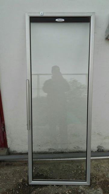 Uşa de vitrina whirpool