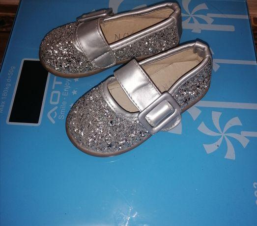 Продам детскую обувь для девочки