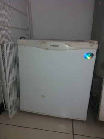 продам мини холодильник