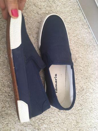 Тъмносини обувки от плат TAMARIS