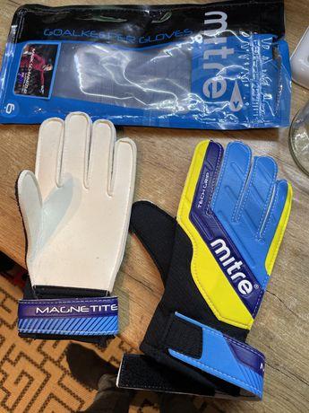 Перчатки для футбола
