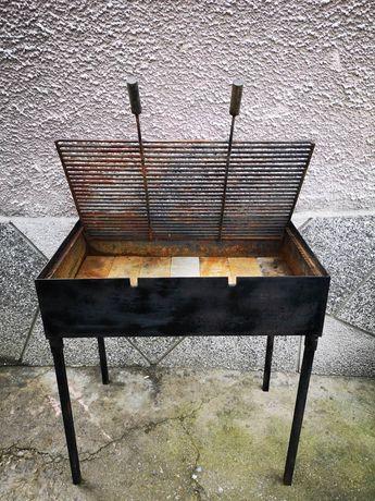 Професионална скара барбекю на въглища
