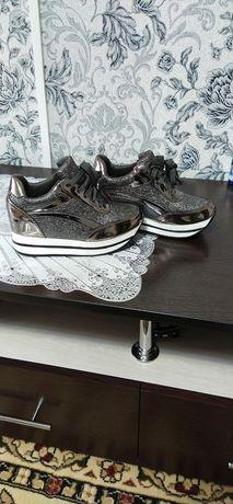 Продам кросовки 36 размер