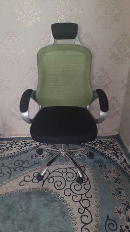 Компьютерное кресло сетчетое