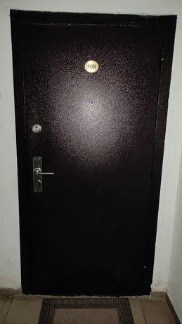 Продаётся входная дверь металлическая