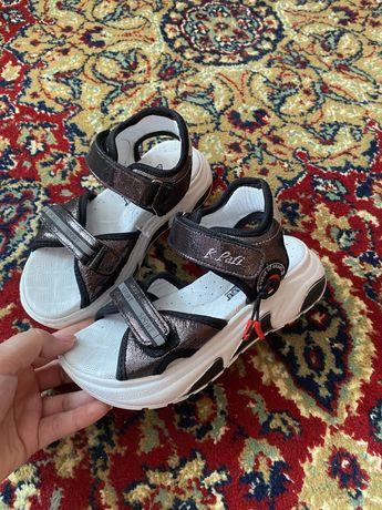 Продам кожаные сандали новые к.pafi