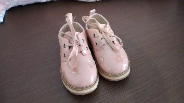 Pantofi roz lăcuiți cu steluțe
