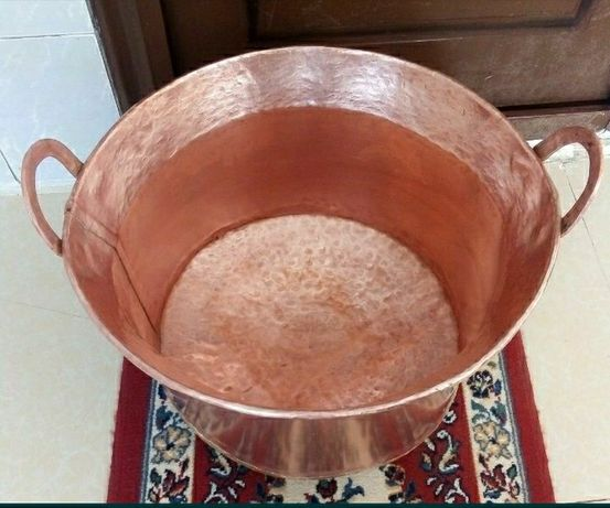 Vand Doua caldari din cupru alimentar una are 120 de litri si una de 1