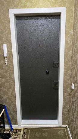 Продам железную утеплённую дверь.
