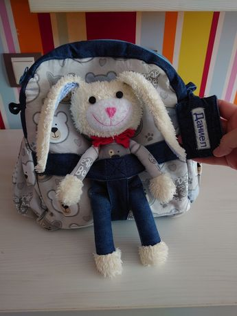 Детска раничка с играчка зайче с име Даниел