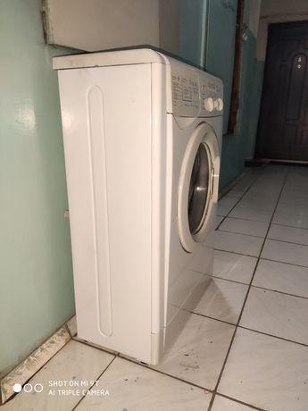 Продам стиральную машину Индезит.