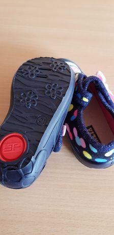 Обувки два броя чисто нови