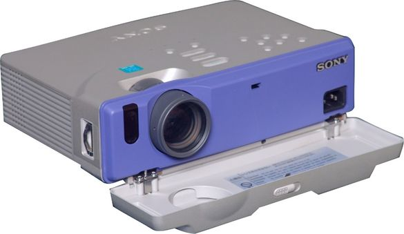 Продавам Sony LCD Projector VPL-CS1