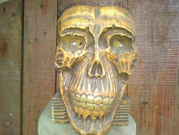 Craniu sculptat in lemn
