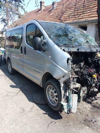 Dezmembrez Renault trafic 2.5