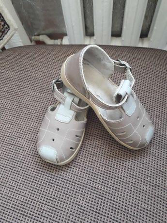 Продам обувь для девочки.