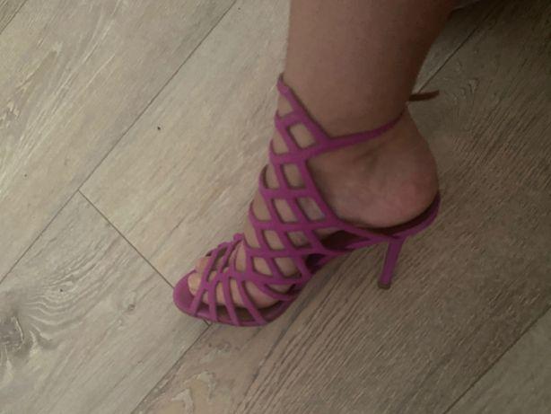 Vând sandale Steve Madden