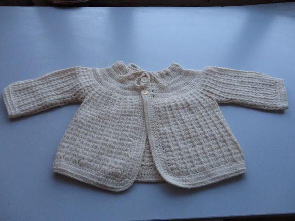 Жилетка за новородено плетена на една кука