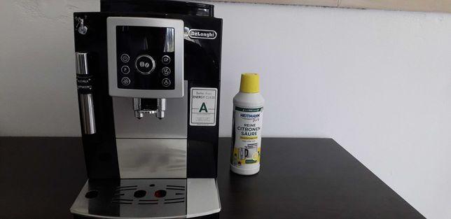 Masina de cafea fullautomat de la Delonghi.