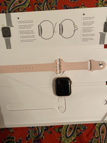 Apple Watch SE 40mm Gold Aluminium Case with Sport Band