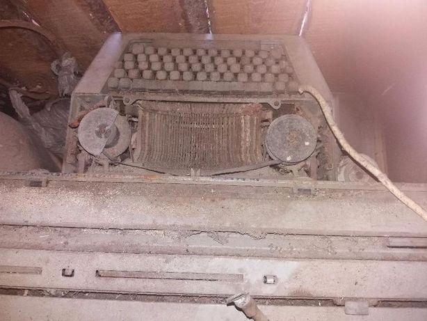 Vând mașină de scris