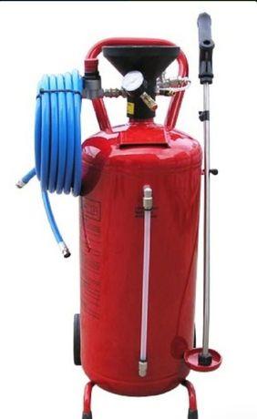Пеногенератор Италия для подачи моющего средства под давлением.