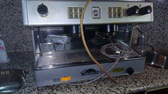 Продавам професионална елекронна кафе машина БРАЗИЛИЯ двуканална