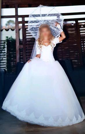 Rochie de mireasa alba cu strasuri impecabila