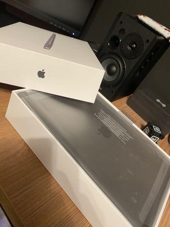MacBook air m1 -8core gpu/cpu- 16gb ram- 512gb stocare