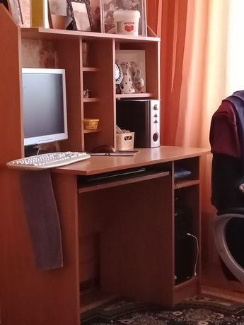 Продам стол компьютерный.
