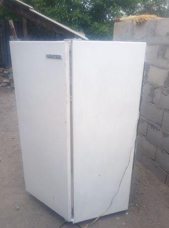 Продам холодильник в хорошем состоянии морозит отлично